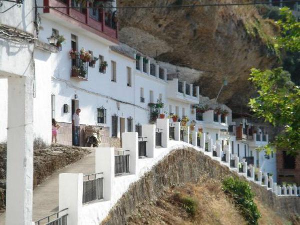 Miestas po akmenimis