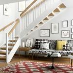 Jaukumą priduoda paprasti baldai, rėmeliai, taisyklingos formos