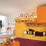 Šiltų tonų vaiko kambarys