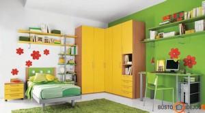 Ryškios spalvos skatina kūrybiškumą - puikiai parinktos darbo zonai; prie lovos dominuoja neutrali spalva