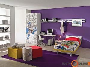 Violetinė - rimties ir ramybės spalva, kambariui žaismingumo suteikia tekstilė ir spintos piešiniai