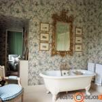 Viktorijos laikus primenantis vonios kambario interjeras