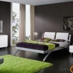 Moderniuose balduose mėgstama naudoti pilkos spalvos metalą