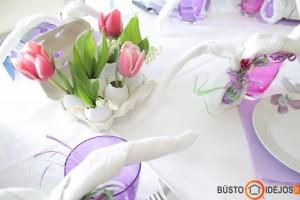 Pavasariškai gaivus su saikingom velykinėm dekoracijom stalas
