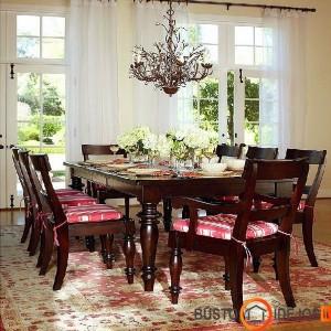 Klasikinio stiliaus valgomojo baldai su nuostabiu šviestuvu