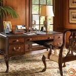 Jaukūs ir prabangūs klasikiniai baldai darbo kambaryje namuose