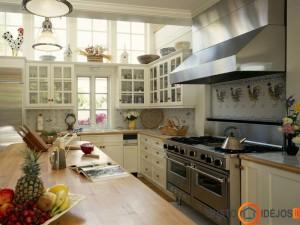 Jauki klasikinio stiliaus virtuvė
