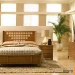 Jaukūs ir šilti miegamojo baldai, kambariui jaukumo priduoda augalas