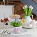 Pavasariškai atrodantis stalas šv. Velykų tematika