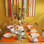 Pagrindinis akcentas - margučiais iškabintos šakos ir oranžinė - apetitą žadinanti spalva