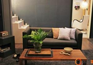 Pagalvėles būtina išdėstyti asimetriškai, viename sofos gale