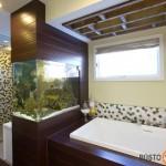 Vonios kambariui akvariumas suteikia gyvasties