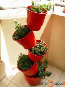 Originalus gėlių auginimo balkone būdas