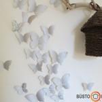 Popieriniai drugeliai ir pintas paukštuko namelis ant šakos