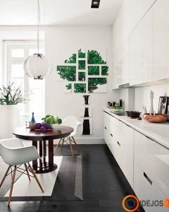 Medinis stalas ypatingai vertinamas ir tarp lietuvių. Dažniausiai renkamasi ąžuolo bei uosio medieną