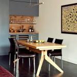 Neįprastos formos stalas suteikia išskirtinumo ir žaismingumo