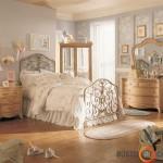 Raitytos baldų formos, dideli veidrodžiai