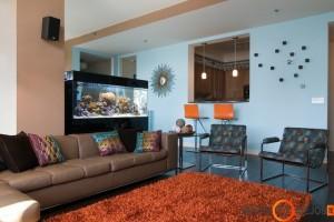 Akvariume vyraujančios spalvos puikiai sužaidžia su spalvomis interjere
