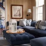 Dryžuotas kilimas ir mėlyni baldai