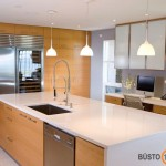 Virtuvė su langu, kurioje dar ir darbo kambarys