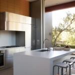 Masyvus langas virtuvėje