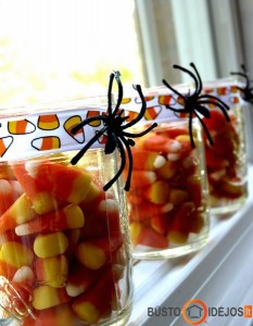 Įvairiaspalviai saldumynai stiklainiuose - puiki dovana vaikui