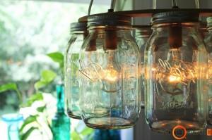 Apvalus šviestuvas iš stiklainių