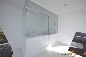 Vonios kambarėlis vonios kambaryje - keistas sprendimas
