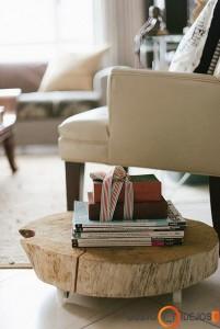 Žemas rąstinis staliukas su ratukais