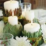 Žvakės, aprištos pupelėmis, šparagais ir patalpintos į artišokus - originalus rudeniškas stalo dekoras