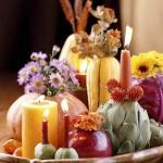 Rudeniška žvakių ir daržovių simfonija ant stalo