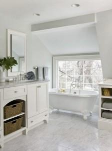Klasikinio stiliaus pastatoma vonia