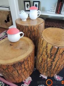 Skirtingų dydžių stipriai lakuoti staleliai