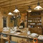Virtuvės baldai ir stalviršis koloristiškai tiesiog susilieja tarpusavyje