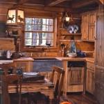 Virtuvės interjeras medžiotojo sodyboje
