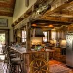 Medinis vairas gražiai įsikomponuoja į virtuvės interjerą