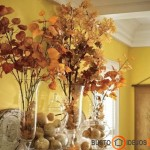 Vazos su medžių lapais