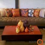 Rudens atspalvių pagalvėlės ir vazelės padės sukurti rudenišką nuotaiką namuose