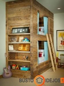 Medinis namas su užuolaidėlėmis - jauki dviaukštė lova