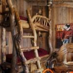 Kaimiško stiliaus dviaukštė lova