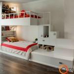 Prie lovos prikomponuotos spintelės ir stalčiai