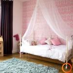 Kiek grakštumo tapetai suteikia mergaitės kambariui!