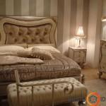 Paprastumo suteikiantys tapetai, tad pagrindinis dėmesys baldams