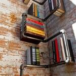 Knygas galima laikyti ir tokio stiliaus lentynoje - idealu lofte