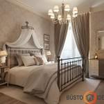 Pasteliniai vos matomi klasikiniai tapetai miegamajame