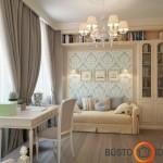 Elegancijos kambariui suteikia ir nedidelis tapetuotos sienos plotas