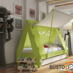 Įspūdingas vaiko kambarys su nestandartine lentyna
