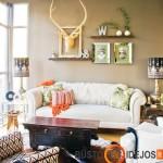 Skirtingų stilių minkštieji baldai puikiai dera prie vintažinio staliuko