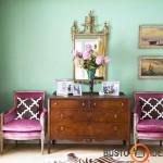 Klasikiniai baldai įsilieja į modernią sienų spalvą
