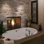 Židinys vonios kambaryje - romantiška, ar ne?